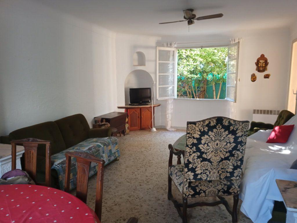 Appartement à vendre 3 68m2 à Saint-Raphaël vignette-3