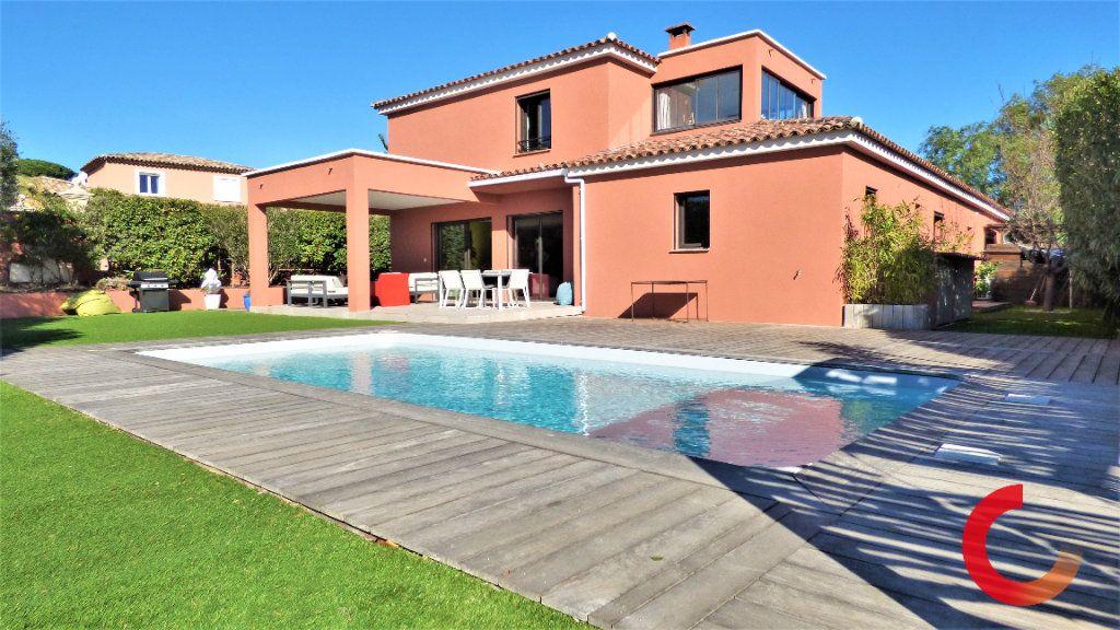 Maison à vendre 8 170m2 à Fréjus vignette-1