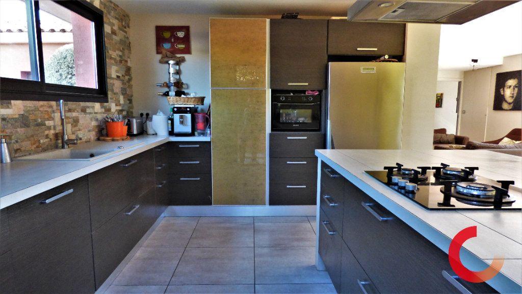Maison à vendre 8 170m2 à Fréjus vignette-4