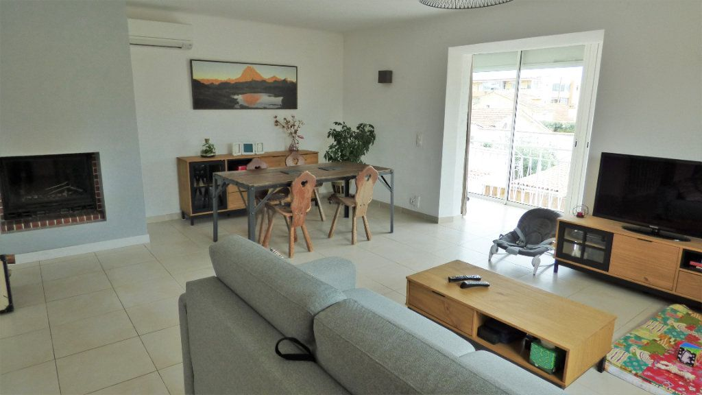 Appartement à vendre 3 82m2 à Fréjus vignette-1