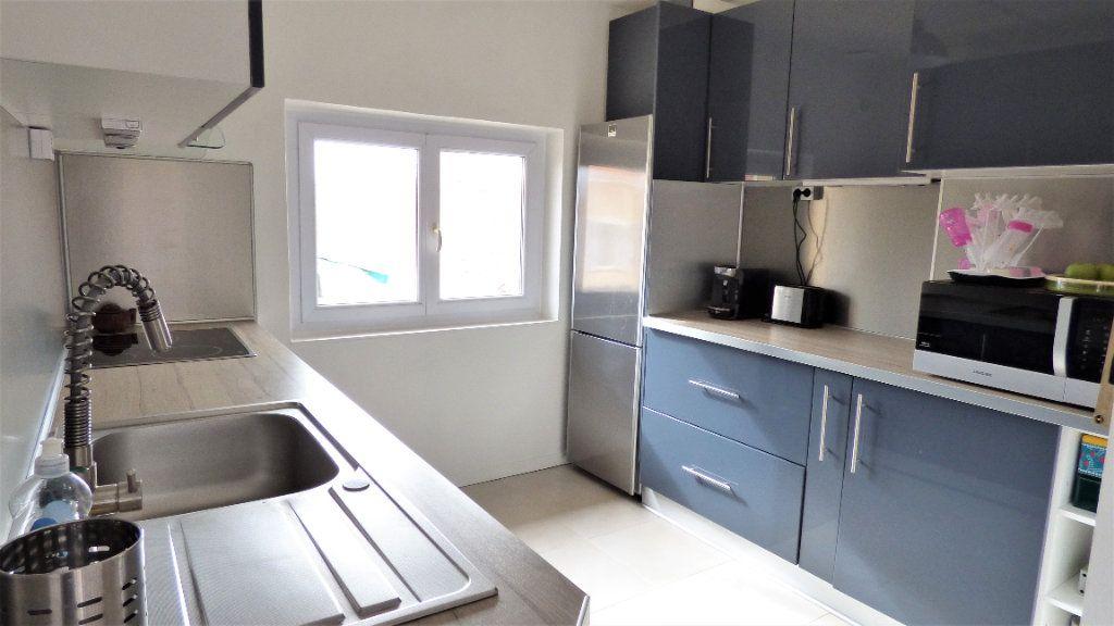 Appartement à vendre 3 82m2 à Fréjus vignette-2