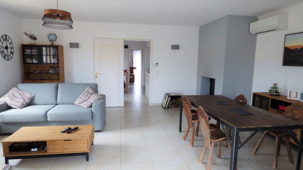 Appartement à vendre 3 82m2 à Fréjus vignette-6