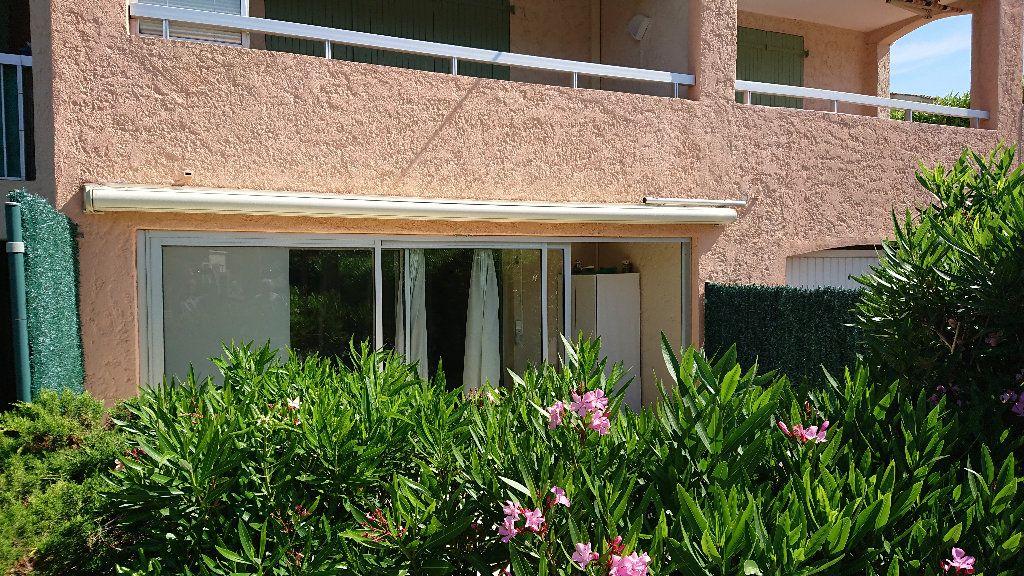 Appartement à vendre 1 32m2 à Saint-Raphaël vignette-1