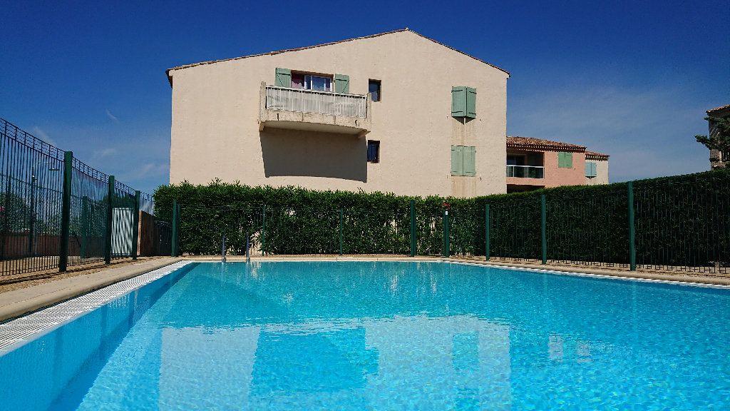 Appartement à vendre 1 32m2 à Saint-Raphaël vignette-2