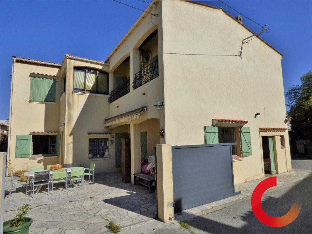 Maison à vendre 9 190m2 à Fréjus vignette-9