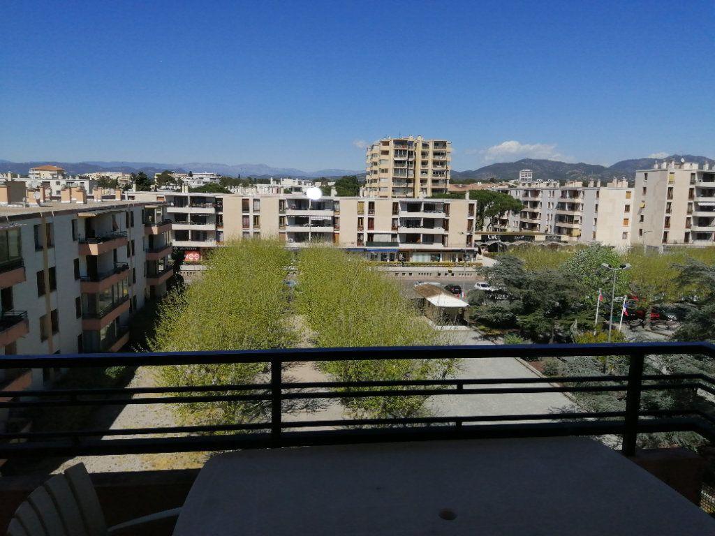 Appartement à vendre 3 74.67m2 à Saint-Raphaël vignette-2