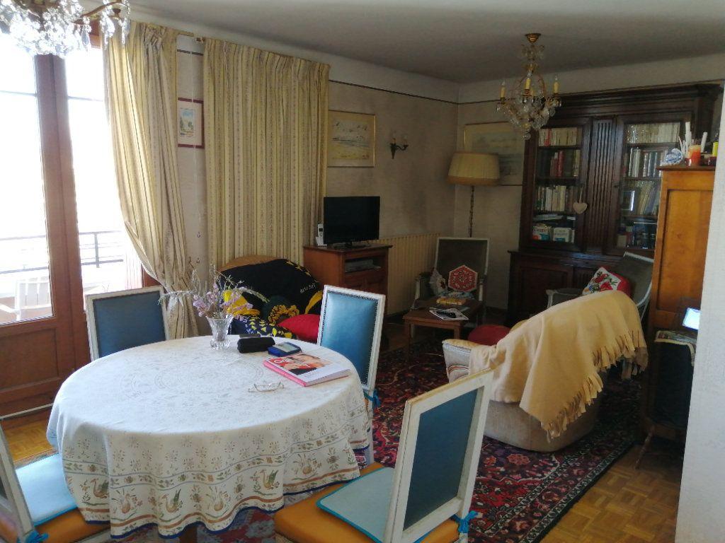 Appartement à vendre 3 74.67m2 à Saint-Raphaël vignette-3