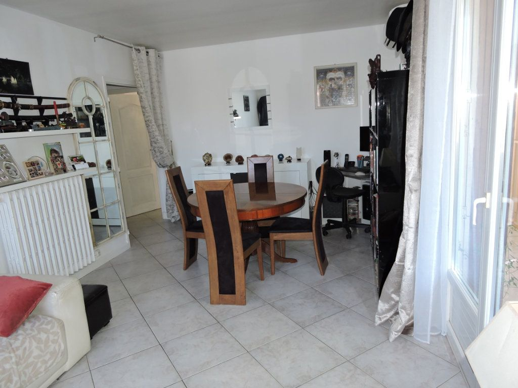 Appartement à vendre 3 63.72m2 à Fréjus vignette-1