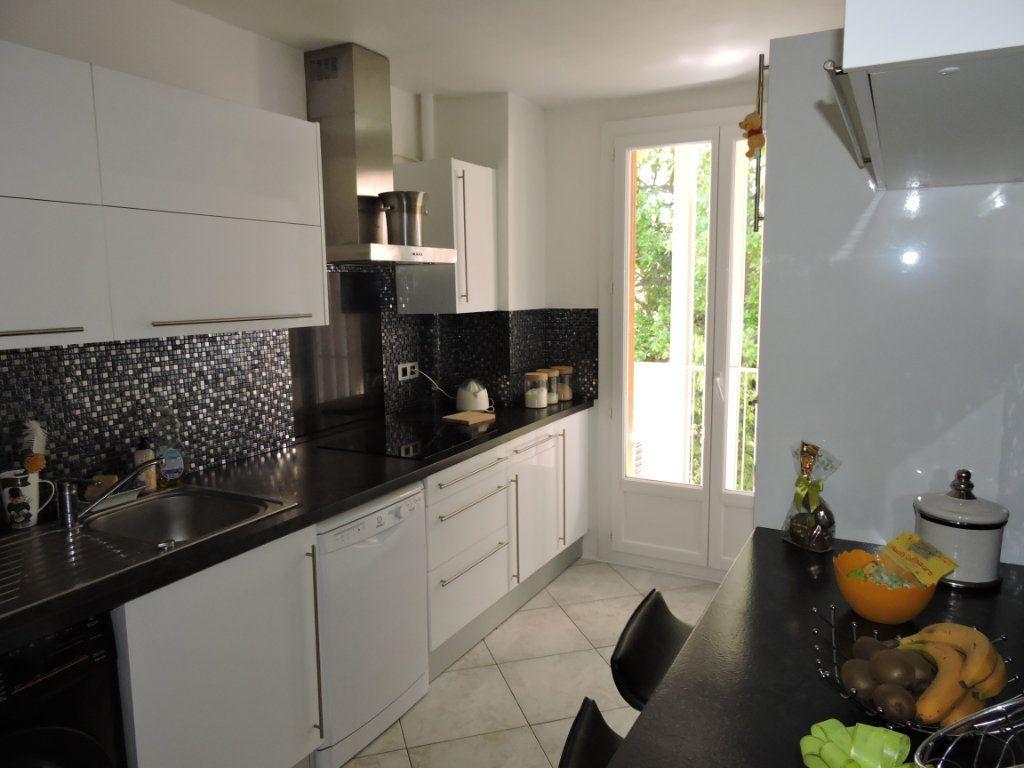 Appartement à vendre 3 63.72m2 à Fréjus vignette-3
