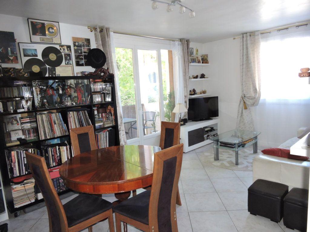Appartement à vendre 3 63.72m2 à Fréjus vignette-6