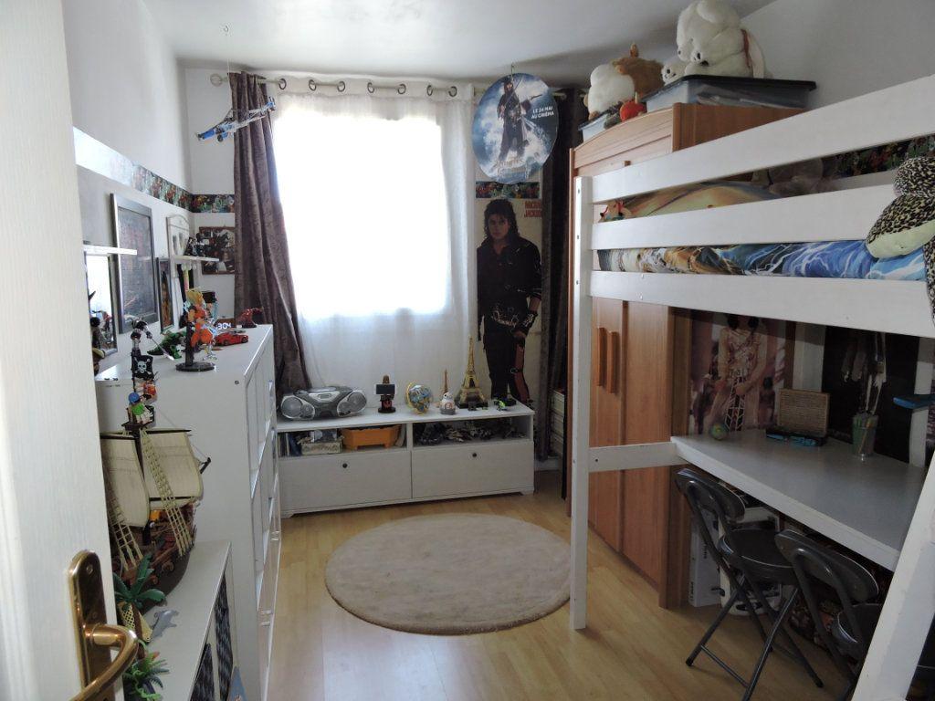 Appartement à vendre 3 63.72m2 à Fréjus vignette-9