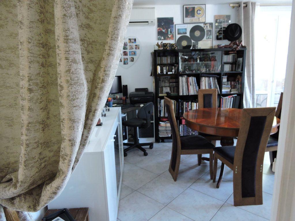 Appartement à vendre 3 63.72m2 à Fréjus vignette-11