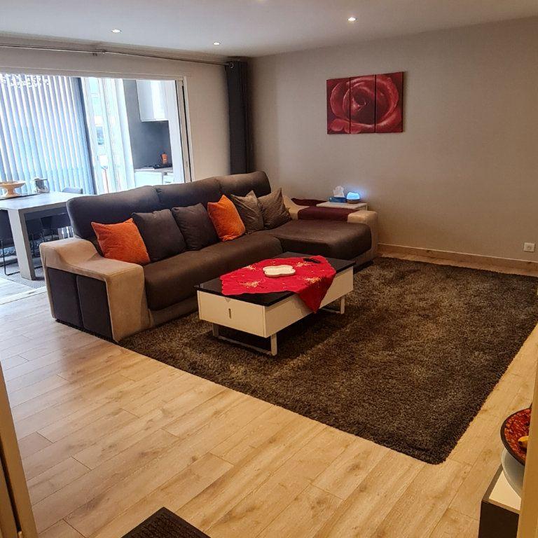 Appartement à vendre 3 73.45m2 à Saint-Raphaël vignette-1