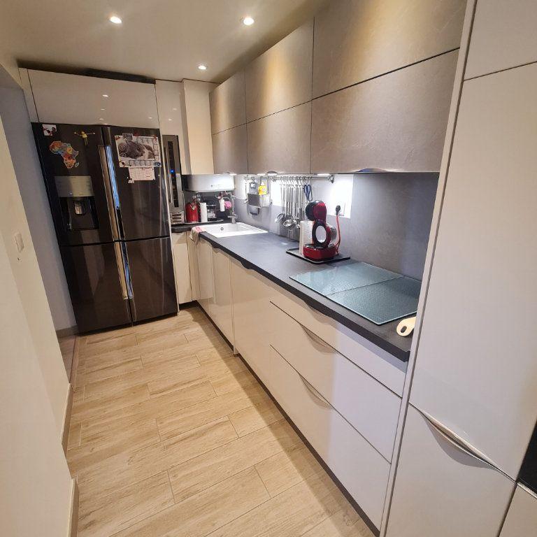 Appartement à vendre 3 73.45m2 à Saint-Raphaël vignette-2