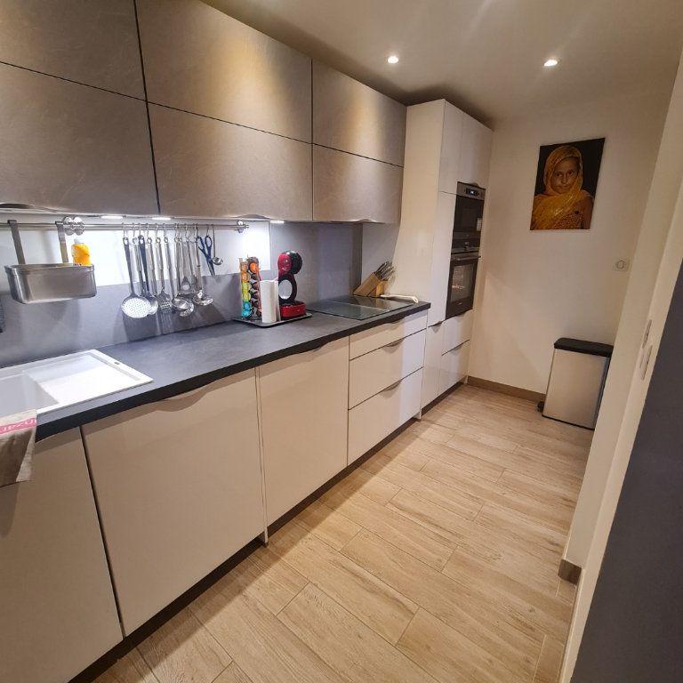 Appartement à vendre 3 73.45m2 à Saint-Raphaël vignette-3