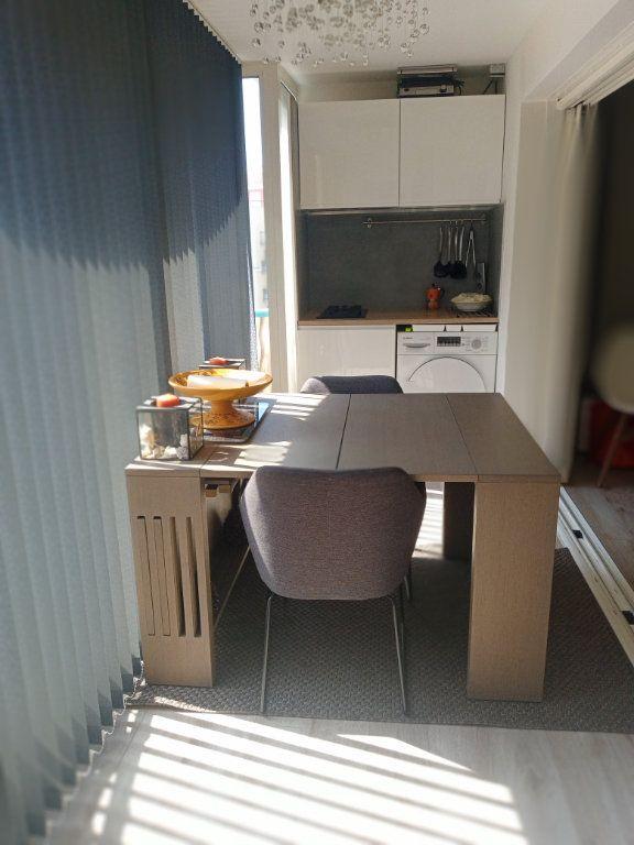 Appartement à vendre 3 73.45m2 à Saint-Raphaël vignette-6