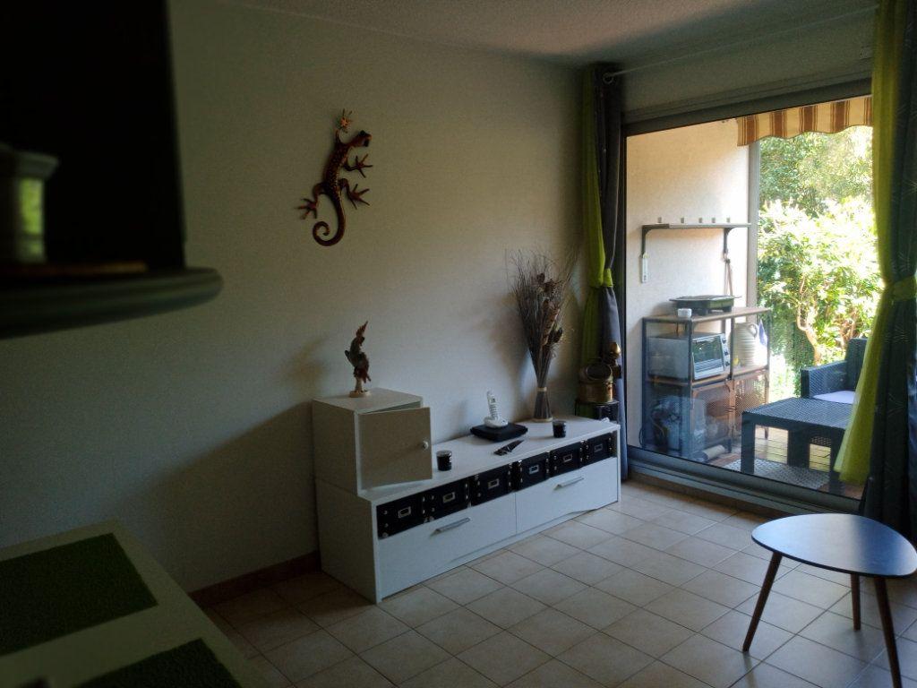 Appartement à vendre 2 24.579m2 à Saint-Raphaël vignette-3