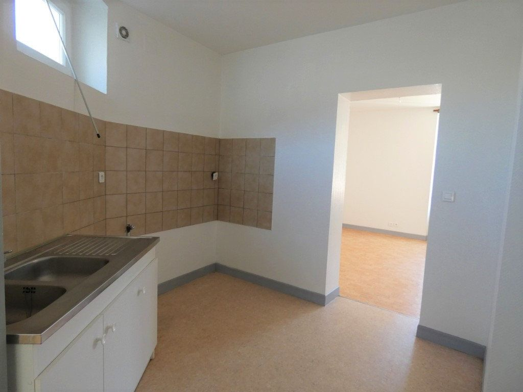 Appartement à louer 4 66m2 à Château-Thierry vignette-1