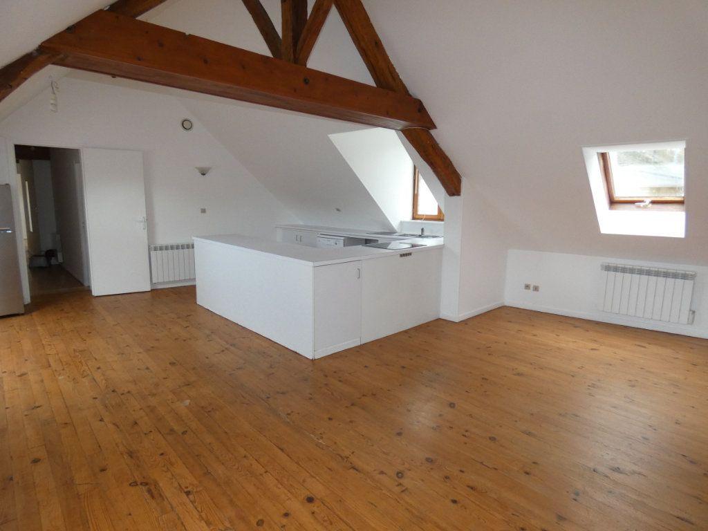 Appartement à louer 4 70.84m2 à Château-Thierry vignette-2
