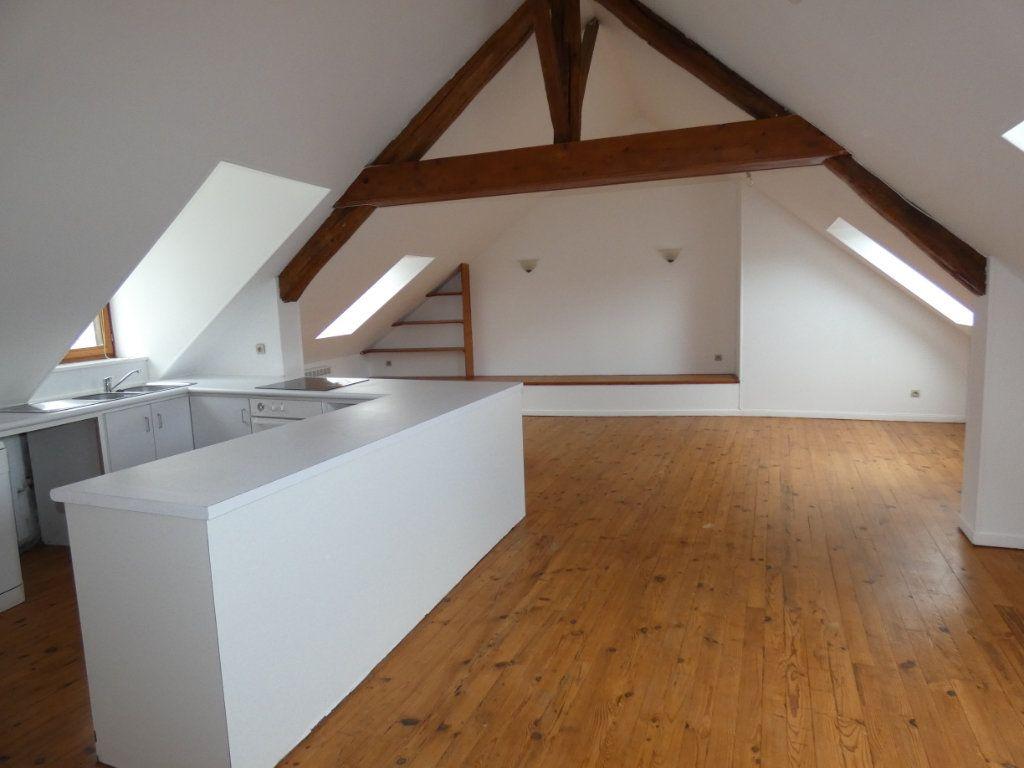 Appartement à louer 4 70.84m2 à Château-Thierry vignette-3