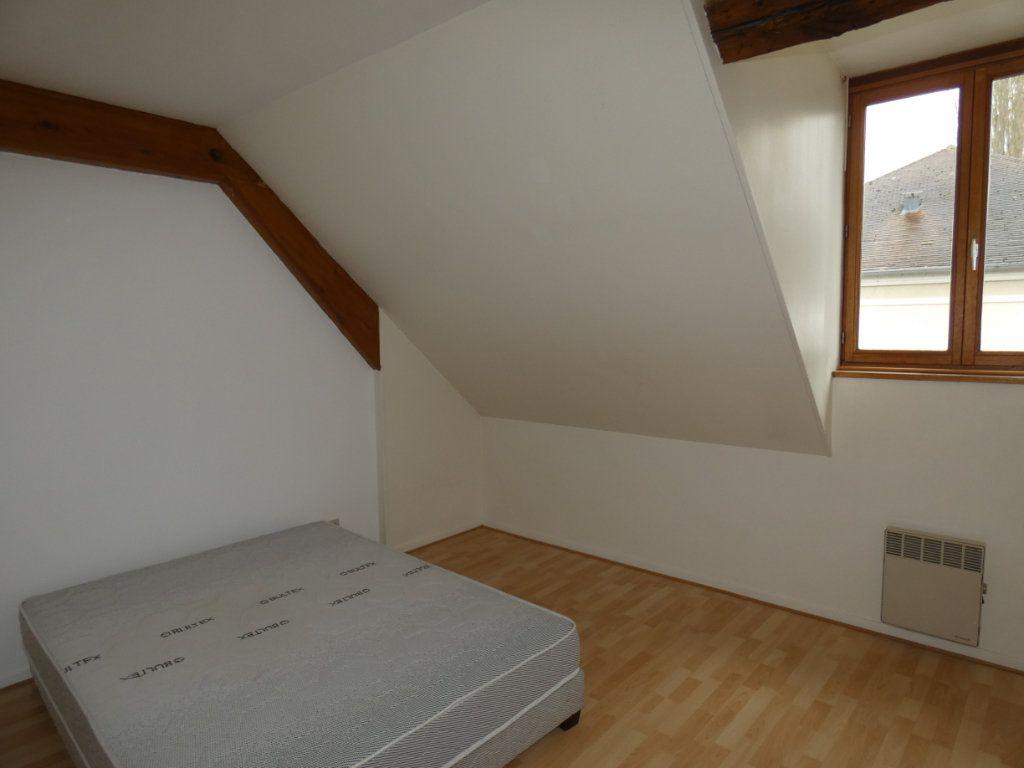Appartement à louer 4 70.84m2 à Château-Thierry vignette-4