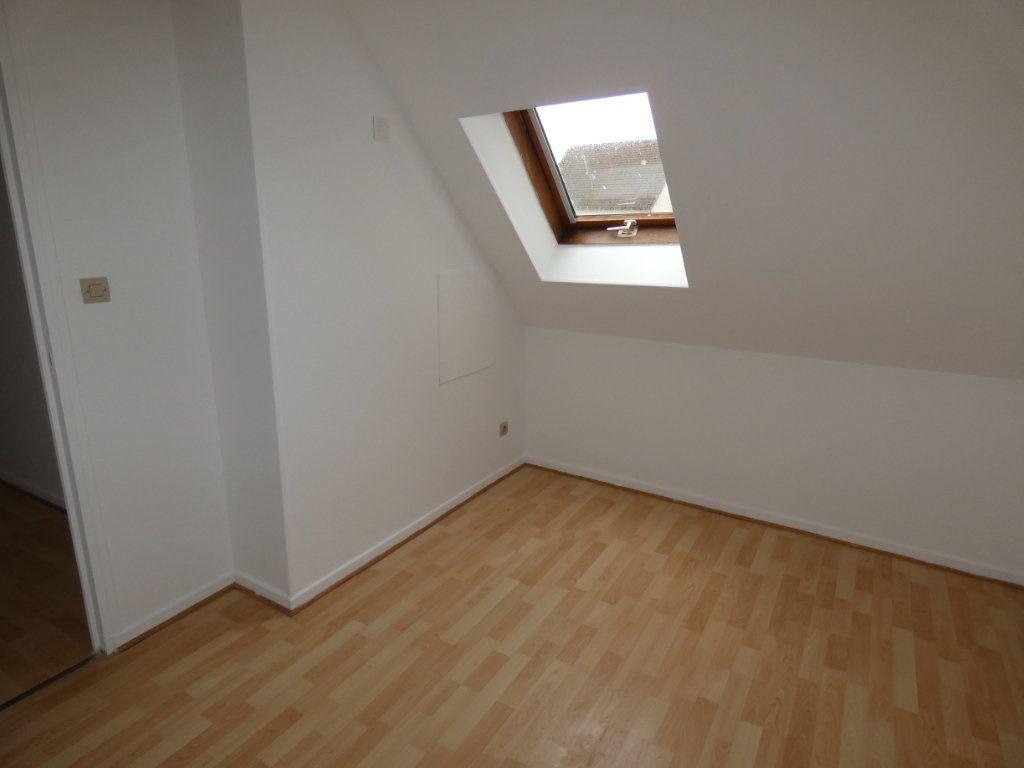 Appartement à louer 4 70.84m2 à Château-Thierry vignette-6