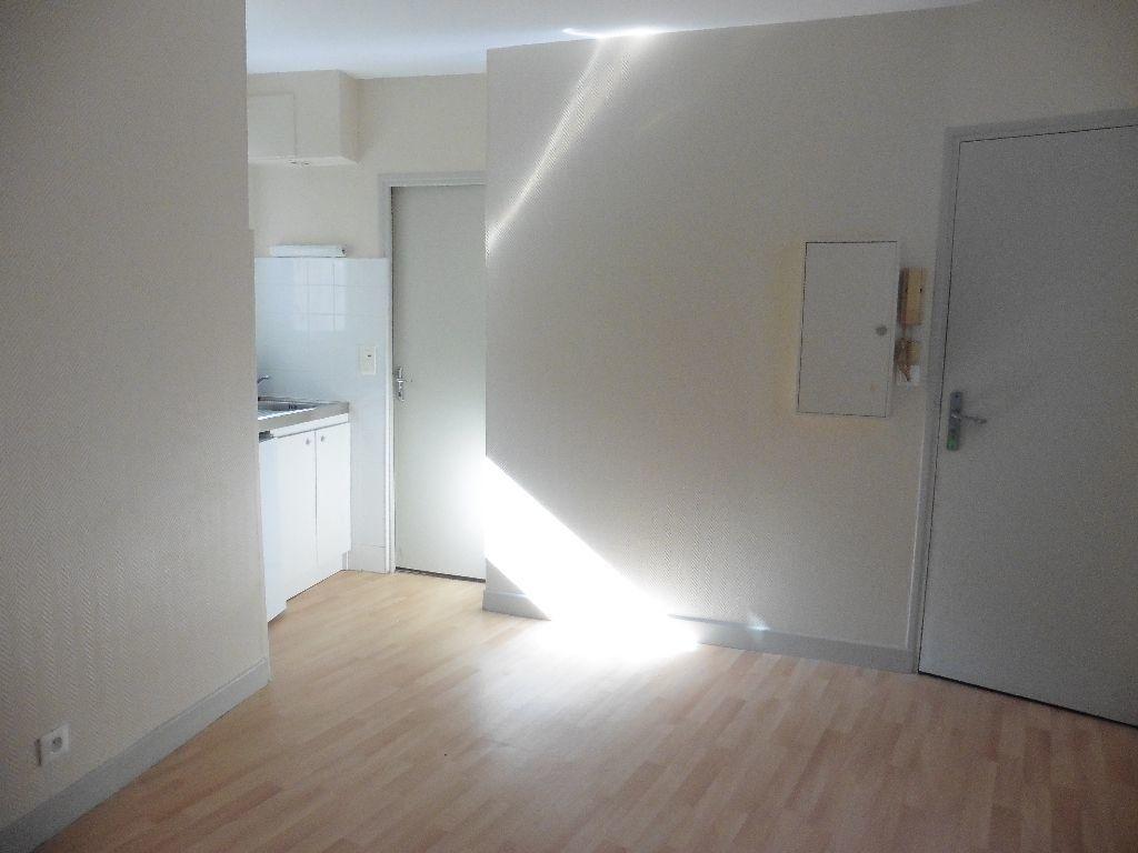 Appartement à louer 2 25.55m2 à Château-Thierry vignette-1