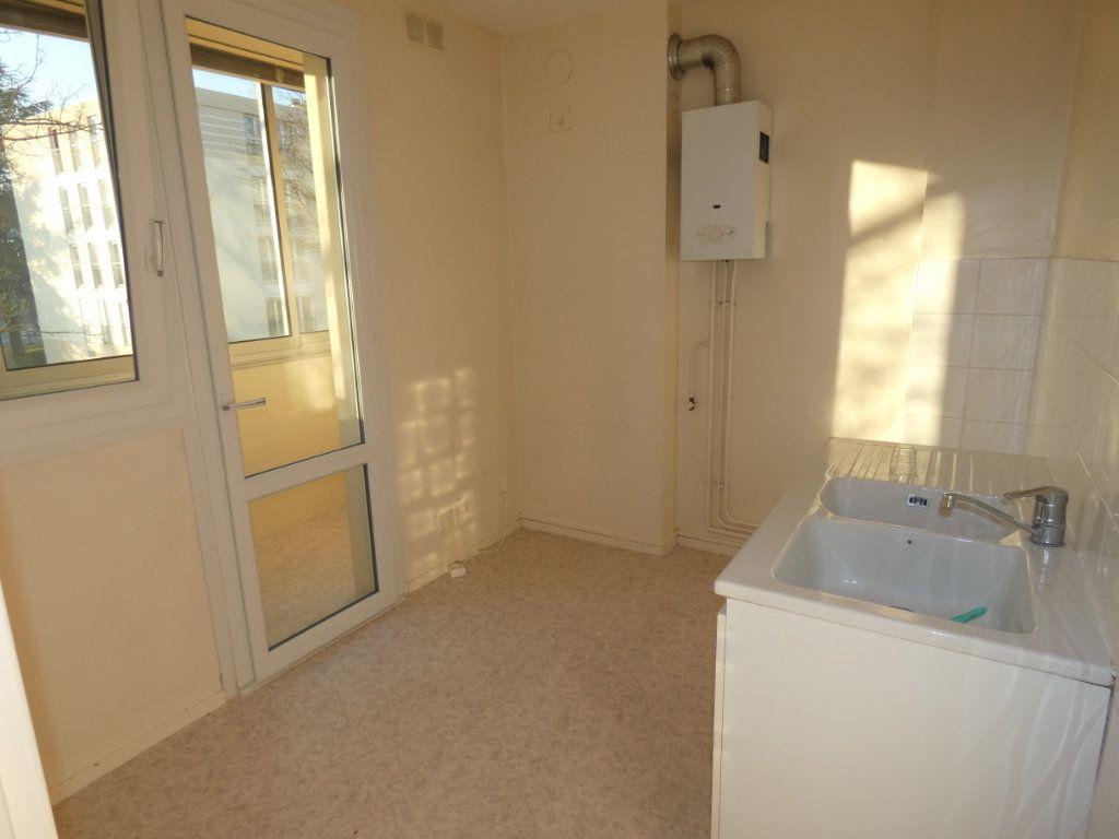 Appartement à louer 3 60.22m2 à Château-Thierry vignette-2