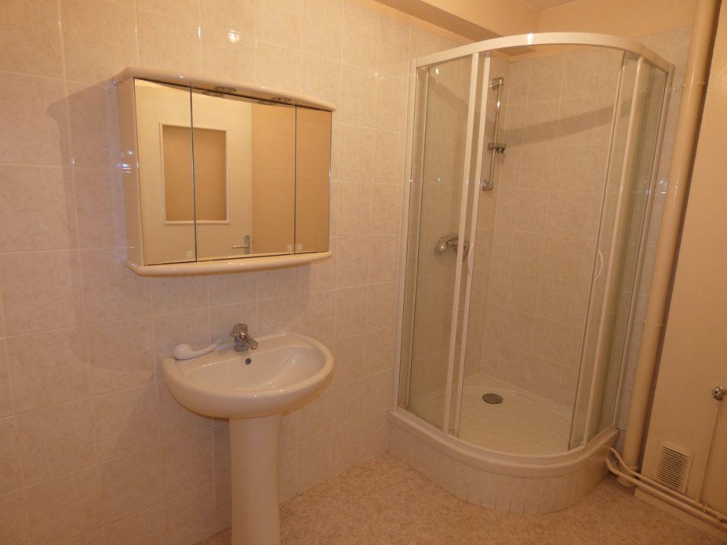 Appartement à louer 3 60.22m2 à Château-Thierry vignette-4