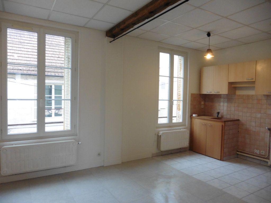 Appartement à louer 3 52m2 à Château-Thierry vignette-1