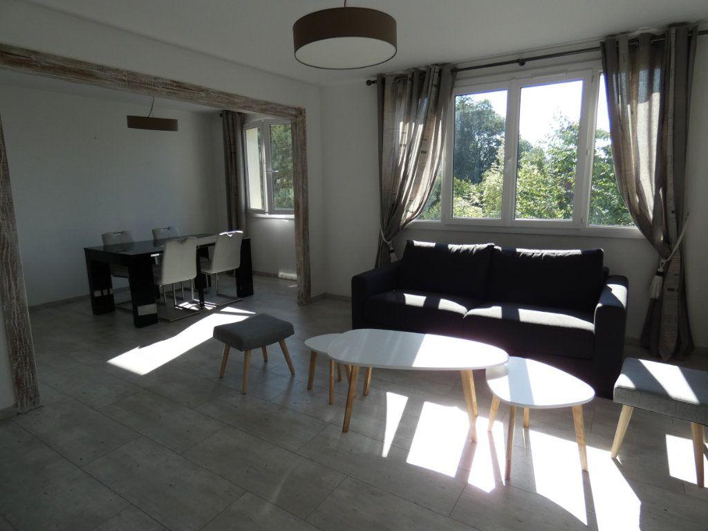 Appartement à louer 4 79.16m2 à Château-Thierry vignette-1