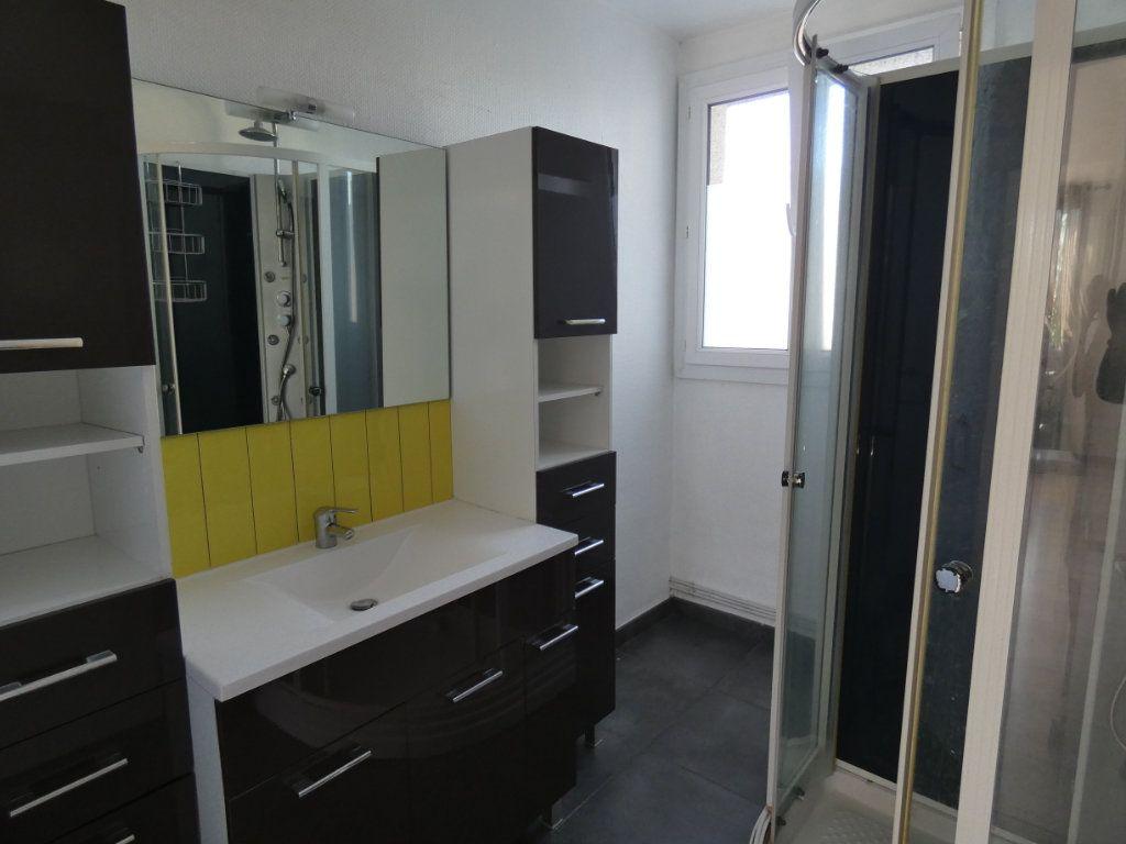 Appartement à louer 4 79.16m2 à Château-Thierry vignette-3