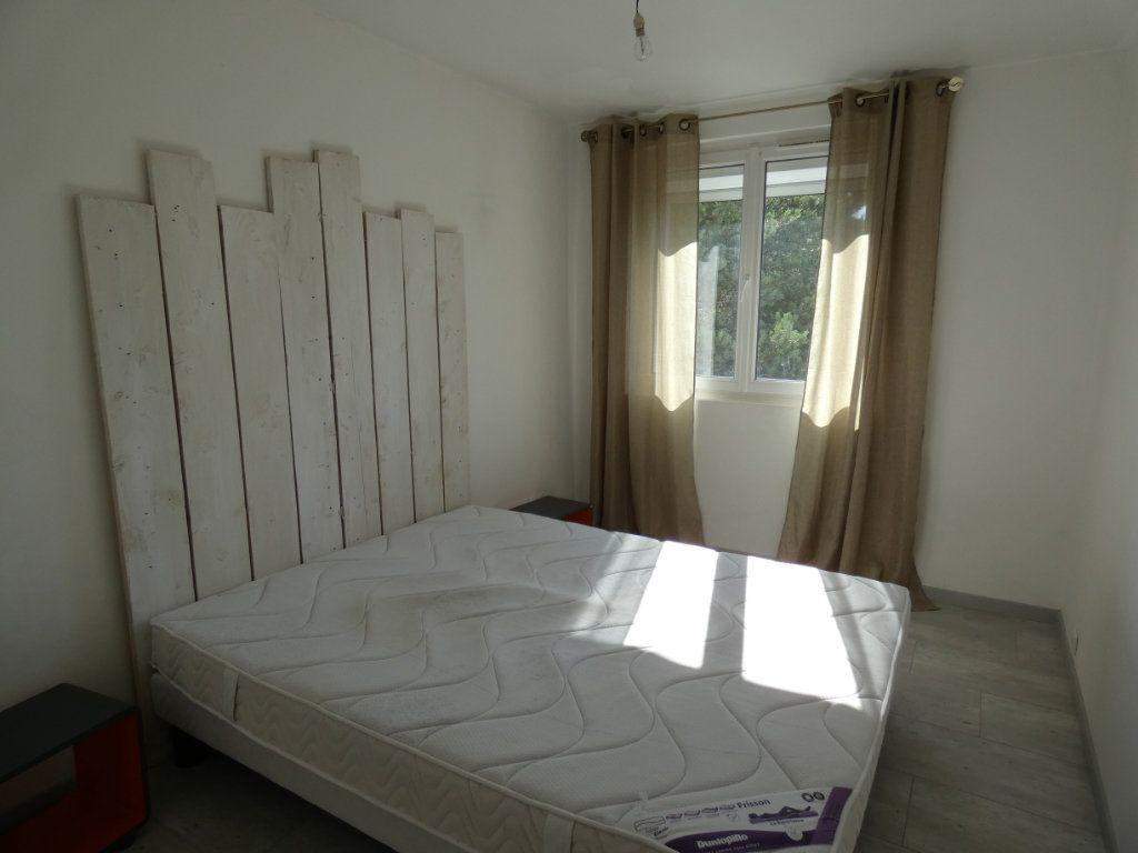 Appartement à louer 4 79.16m2 à Château-Thierry vignette-5