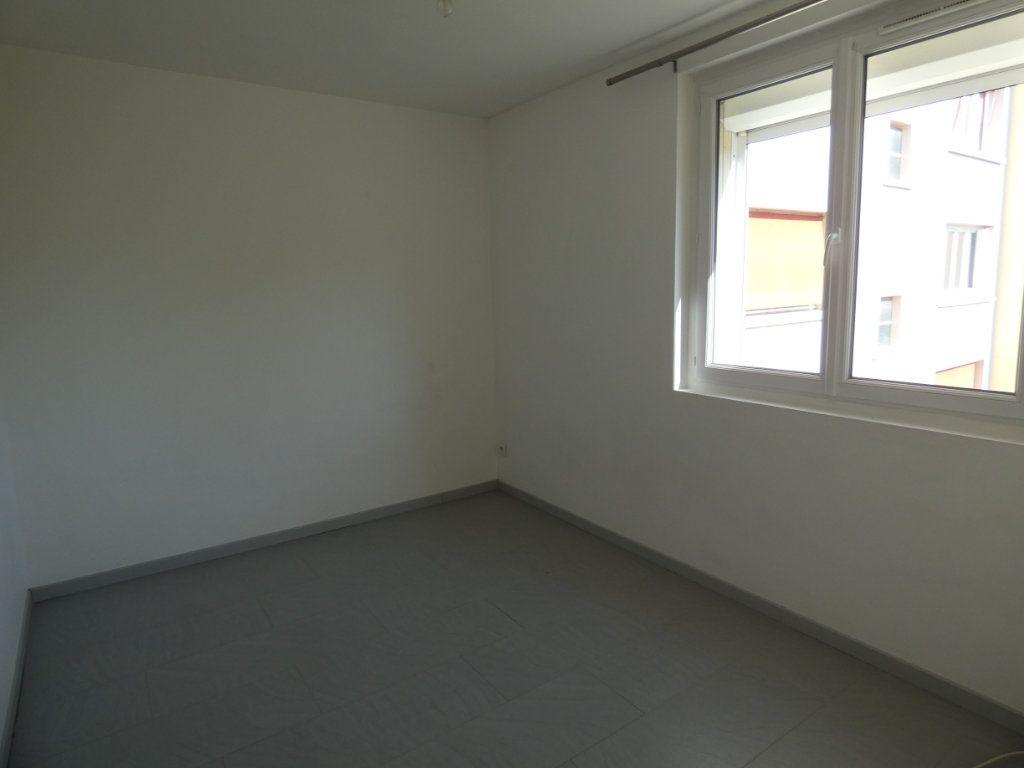 Appartement à louer 4 79.16m2 à Château-Thierry vignette-6