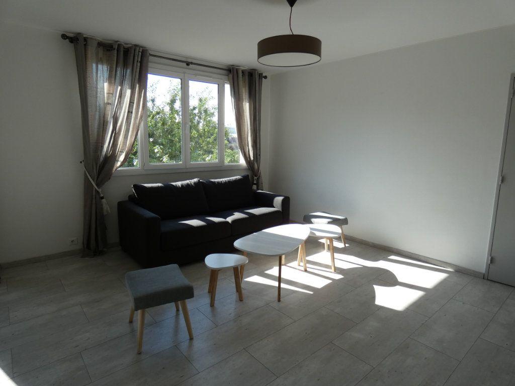 Appartement à louer 4 79.16m2 à Château-Thierry vignette-7