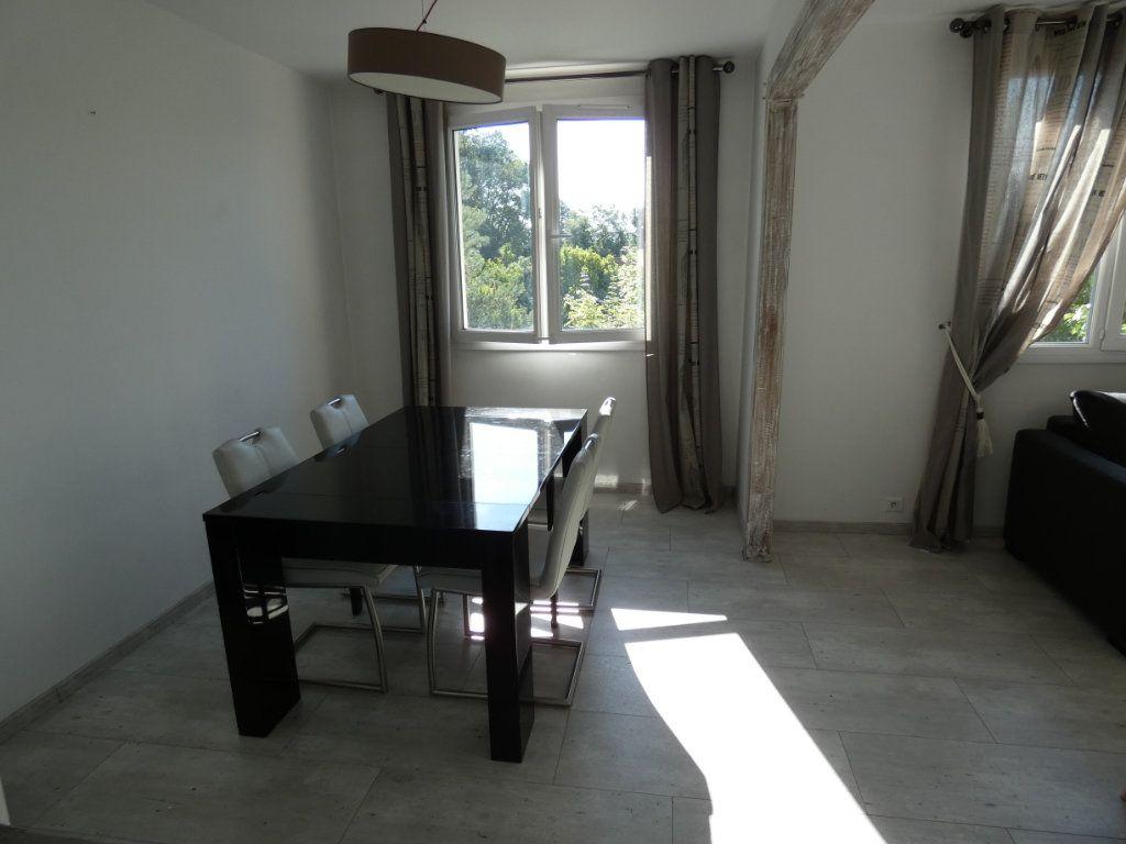 Appartement à louer 4 79.16m2 à Château-Thierry vignette-8