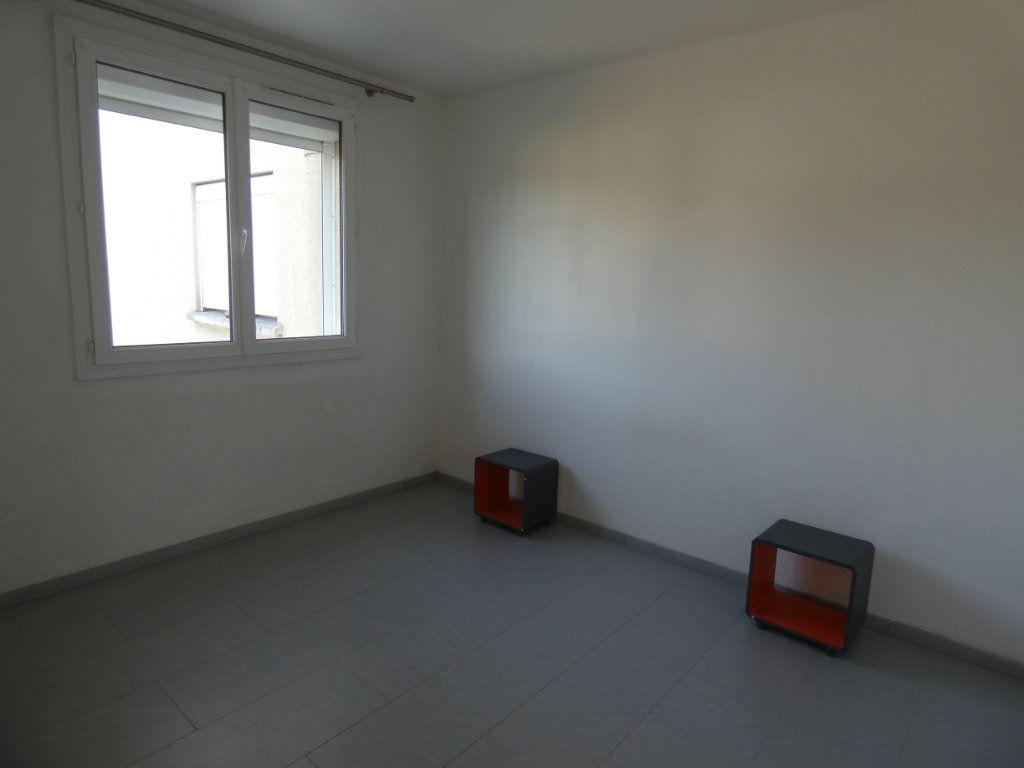 Appartement à louer 4 79.16m2 à Château-Thierry vignette-9