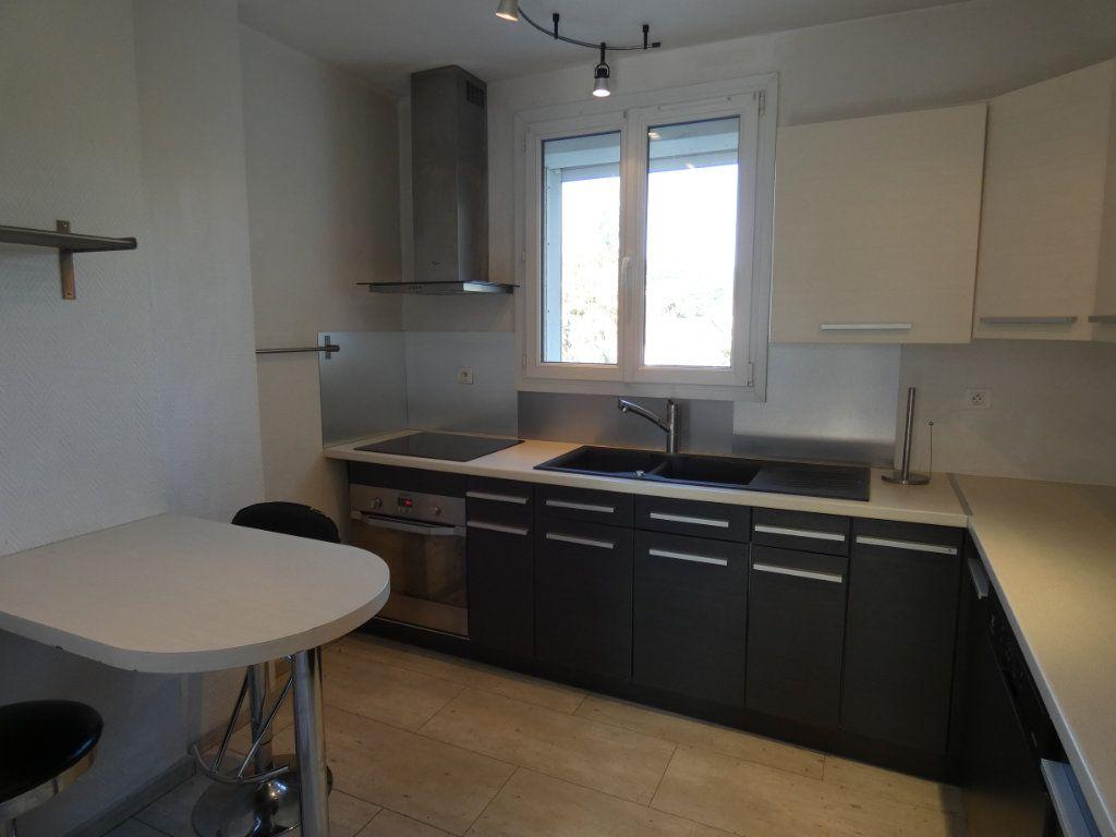 Appartement à louer 4 79.16m2 à Château-Thierry vignette-10