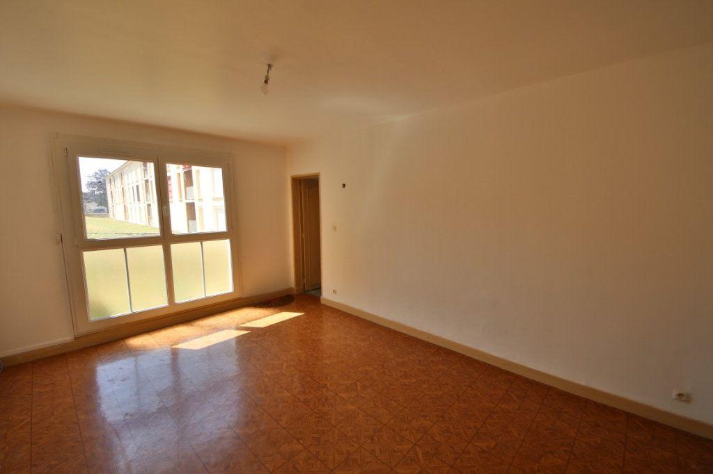 Appartement à vendre 4 65m2 à Étampes-sur-Marne vignette-1