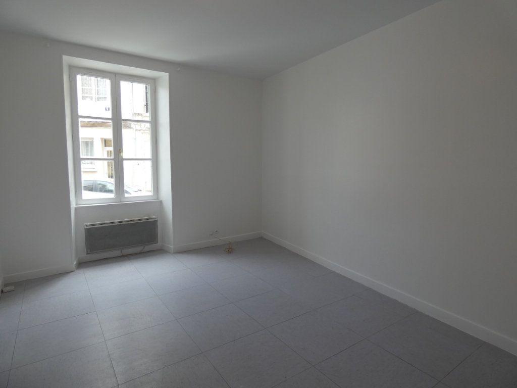 Appartement à louer 3 53.84m2 à Château-Thierry vignette-1