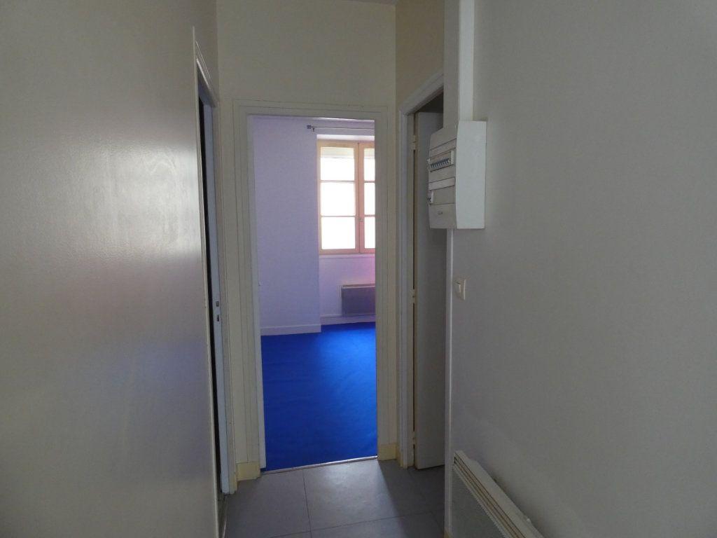 Appartement à louer 3 53.84m2 à Château-Thierry vignette-5