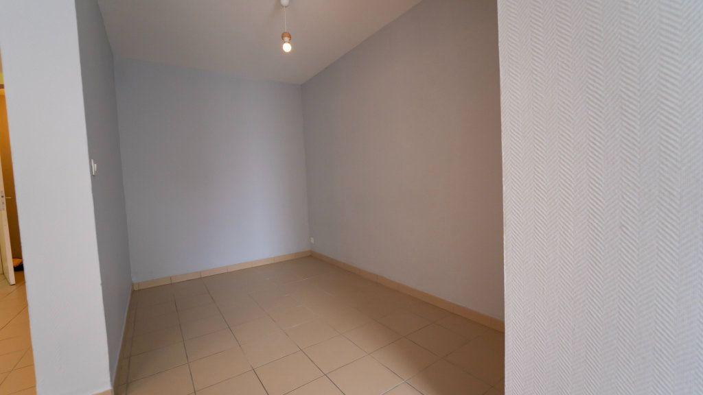 Appartement à louer 1 37.4m2 à Charly-sur-Marne vignette-3