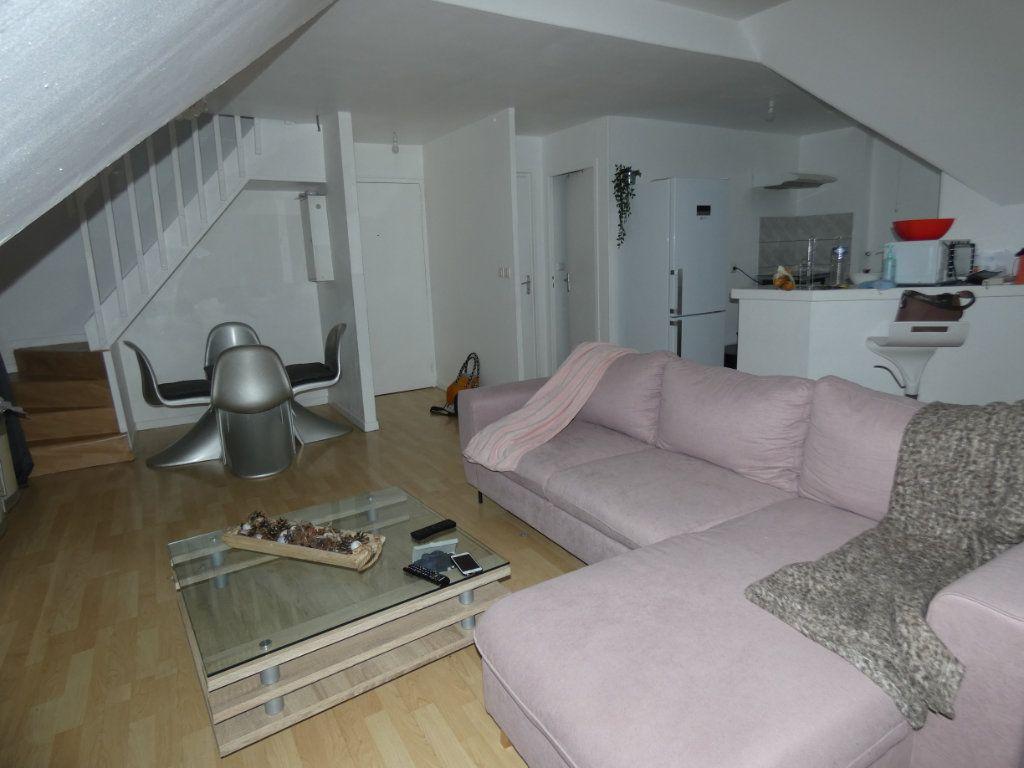 Appartement à vendre 4 63m2 à Château-Thierry vignette-1