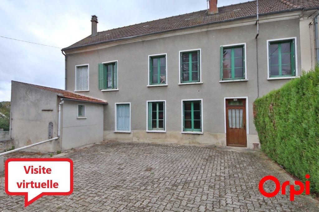 Maison à vendre 5 155m2 à Courtemont-Varennes vignette-1