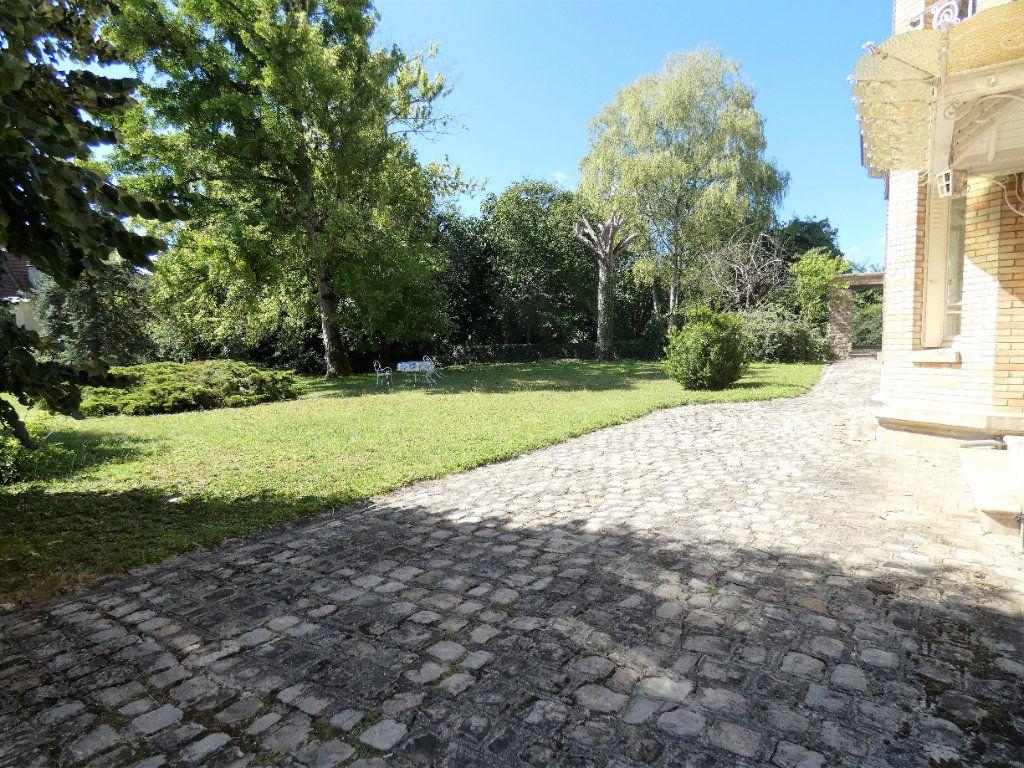 Maison à vendre 8 198.45m2 à Jaulgonne vignette-3