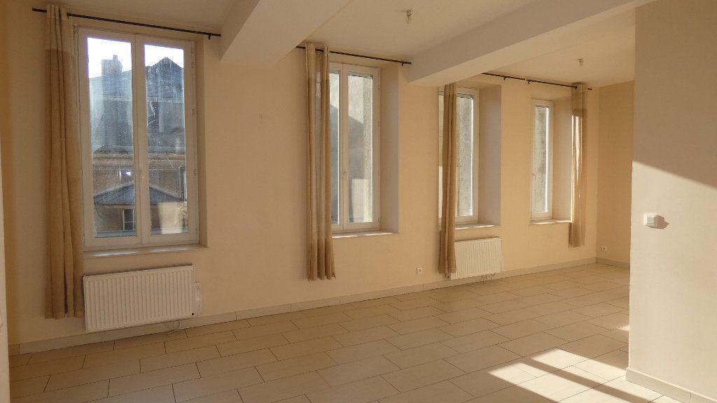 Appartement à louer 2 57.62m2 à Château-Thierry vignette-1