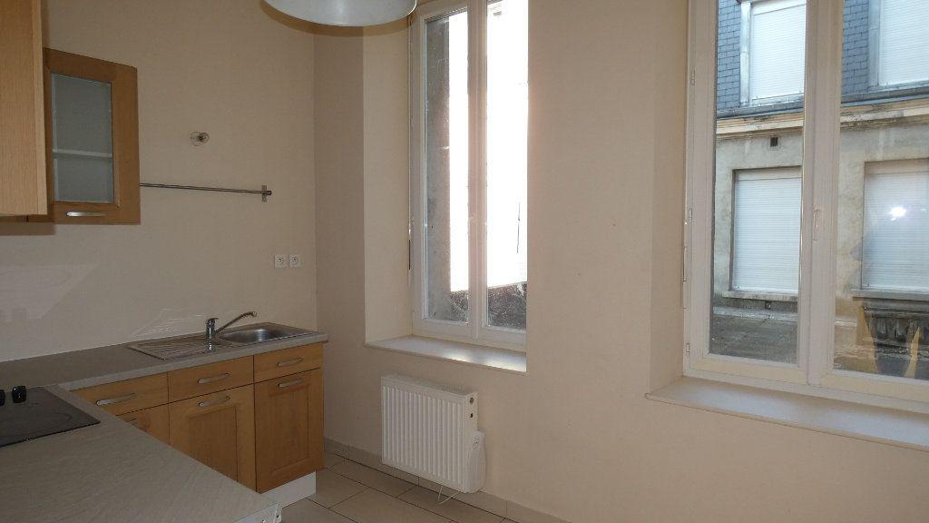 Appartement à louer 2 57.62m2 à Château-Thierry vignette-2