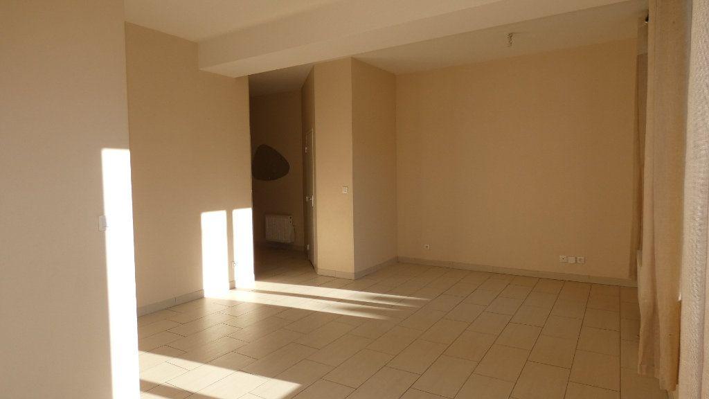 Appartement à louer 2 57.62m2 à Château-Thierry vignette-5