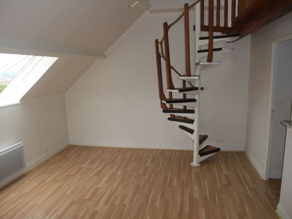 Appartement à louer 4 72.3m2 à Château-Thierry vignette-1