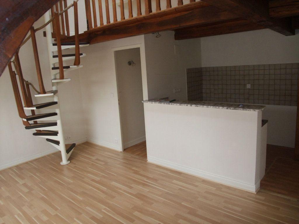 Appartement à louer 4 72.3m2 à Château-Thierry vignette-2